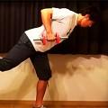 広背筋と同時に体幹を強化する「ユニラテラル・ダンベルロウイング」