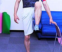 立って行う転倒予防トレーニング